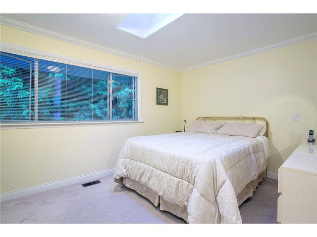 Photo 11: Photos: 260 RONDOVAL Crescent in North Vancouver: Upper Delbrook House for sale : MLS®# V1025715