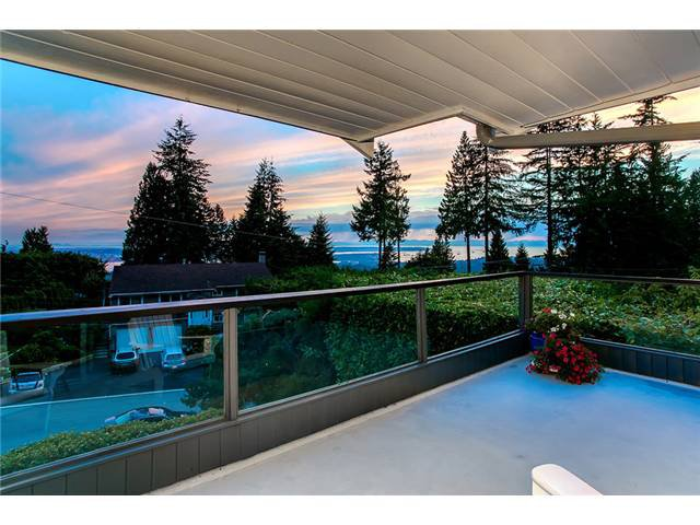 Photo 16: Photos: 260 RONDOVAL Crescent in North Vancouver: Upper Delbrook House for sale : MLS®# V1025715