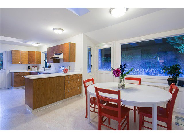 Photo 8: Photos: 260 RONDOVAL Crescent in North Vancouver: Upper Delbrook House for sale : MLS®# V1025715