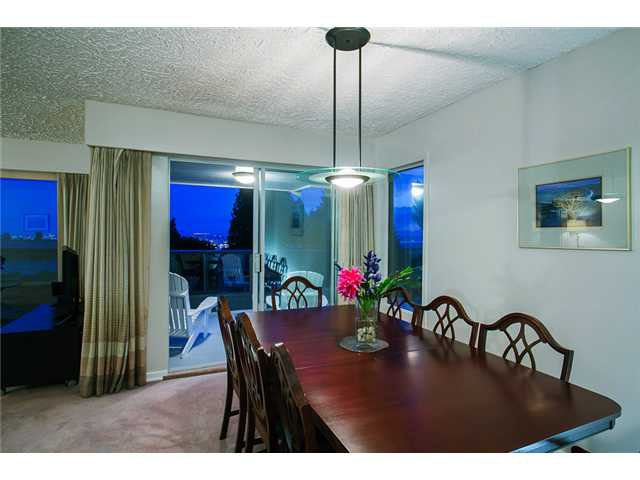 Photo 4: Photos: 260 RONDOVAL Crescent in North Vancouver: Upper Delbrook House for sale : MLS®# V1025715