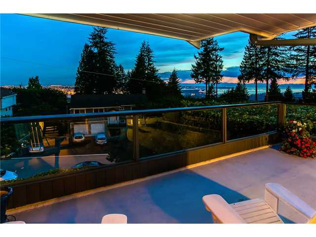 Photo 18: Photos: 260 RONDOVAL Crescent in North Vancouver: Upper Delbrook House for sale : MLS®# V1025715