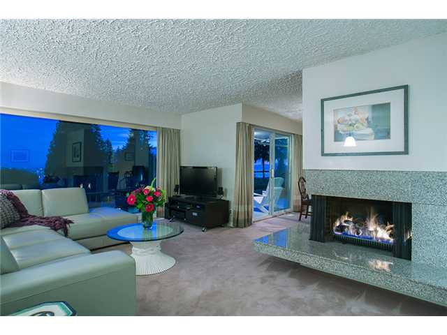 Photo 3: Photos: 260 RONDOVAL Crescent in North Vancouver: Upper Delbrook House for sale : MLS®# V1025715