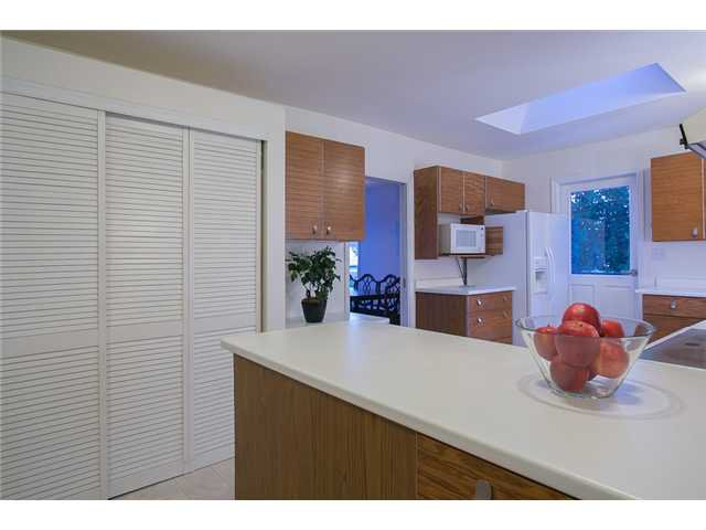 Photo 7: Photos: 260 RONDOVAL Crescent in North Vancouver: Upper Delbrook House for sale : MLS®# V1025715
