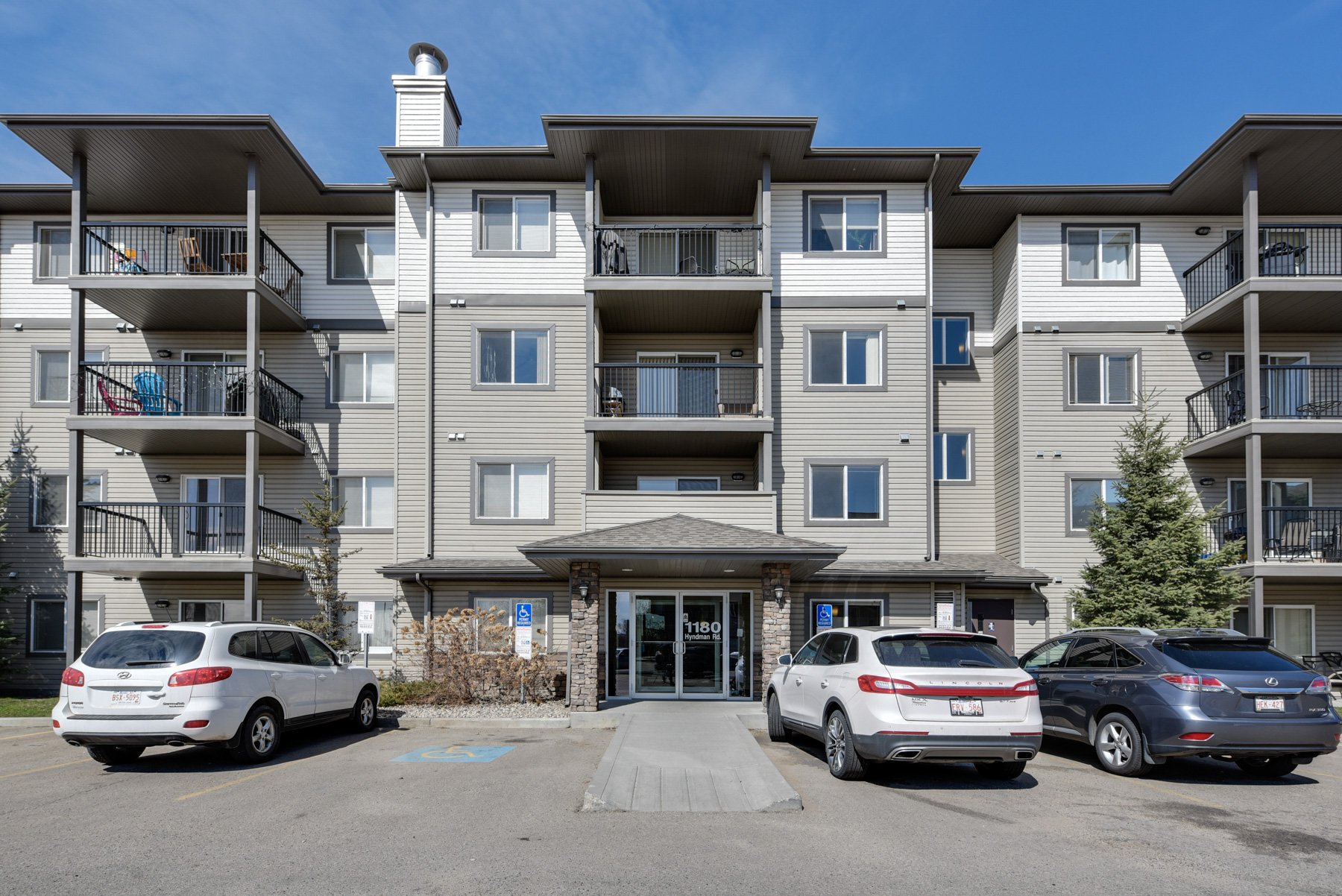 Main Photo: #326, 1180 Hyndman Road: Edmonton Condo  : MLS®#  E4155993
