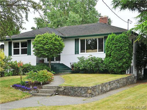 Main Photo: 2041 Allenby St in VICTORIA: OB Henderson Single Family Detached for sale (Oak Bay)  : MLS®# 615714