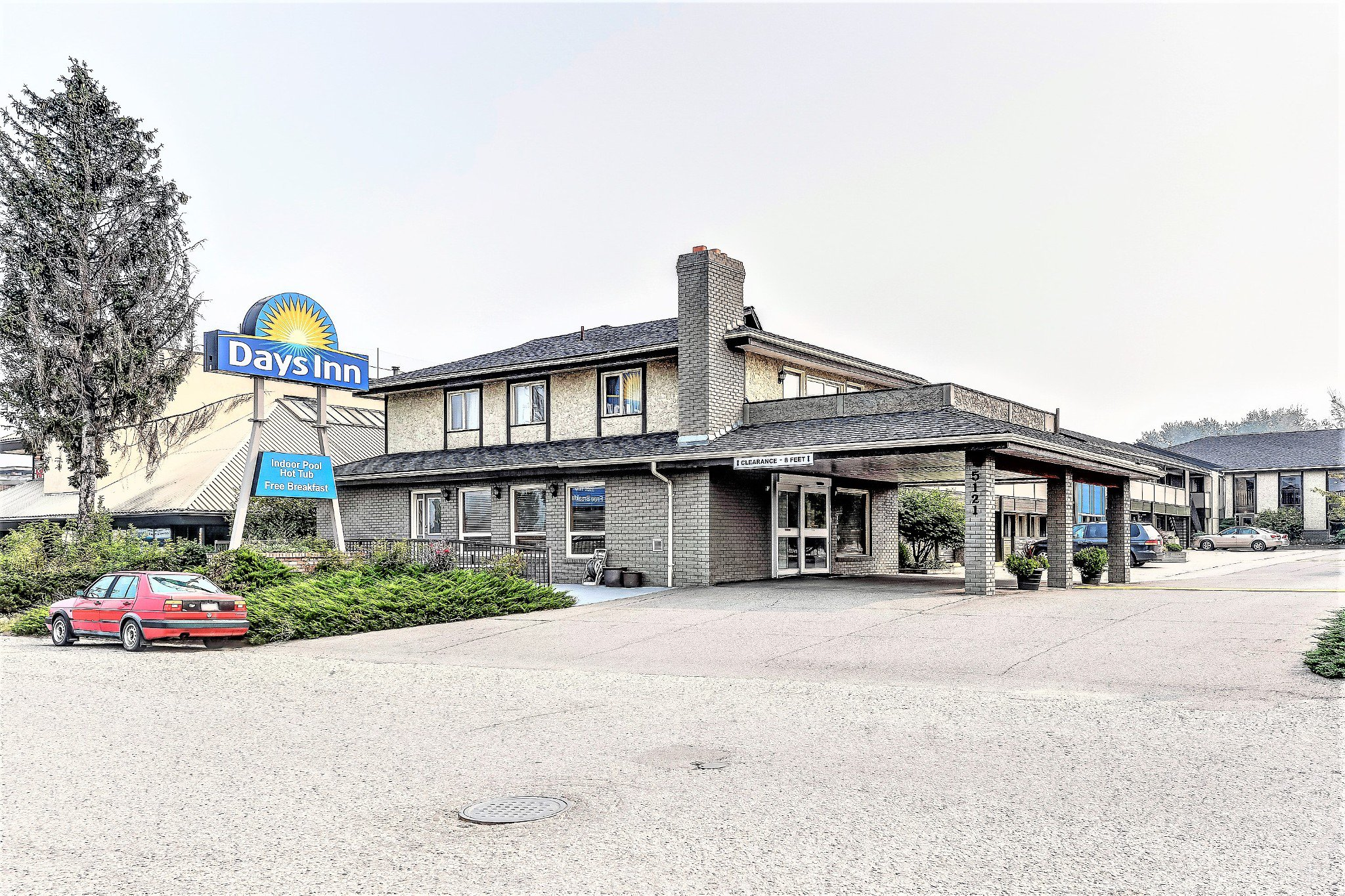 Main Photo: Exclusive Hotel/Motel with property: Business with Property for sale