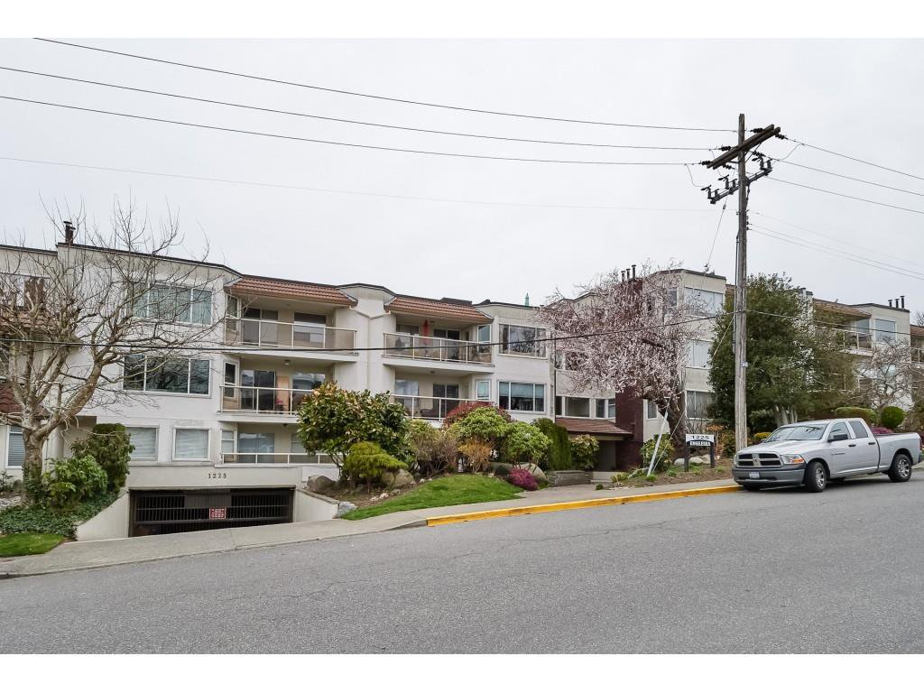 "Main Photo: 306 1225 MERKLIN Street: White Rock Condo for sale in ""ENGLESEA MANOR 11"" (South Surrey White Rock)  : MLS®# R2432789"