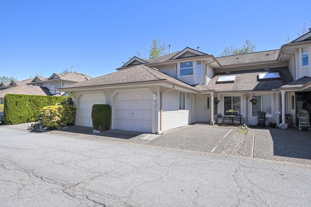 """Main Photo: 19 9045 WALNUT GROVE Drive in Langley: Walnut Grove Townhouse for sale in """"Bridlewoods"""" : MLS®# R2476247"""