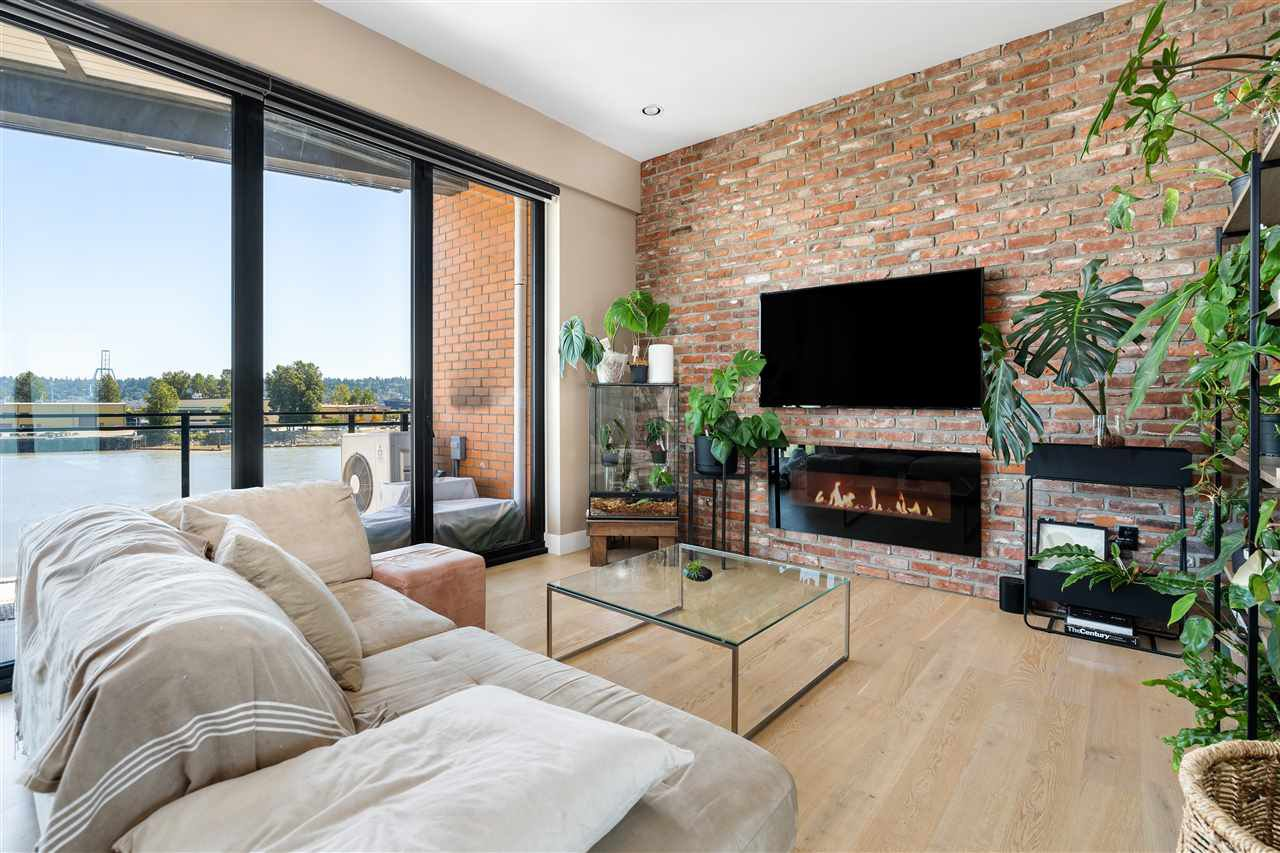 """Main Photo: 310 220 SALTER Street in New Westminster: Queensborough Condo for sale in """"GLASSHOUSE LOFTS"""" : MLS®# R2483438"""