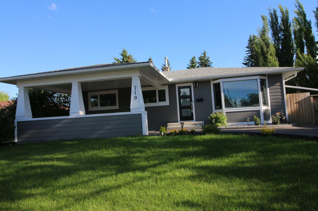 Main Photo: 719 75 Avenue SW in Calgary: Kingsland Detached for sale : MLS®# A1039332