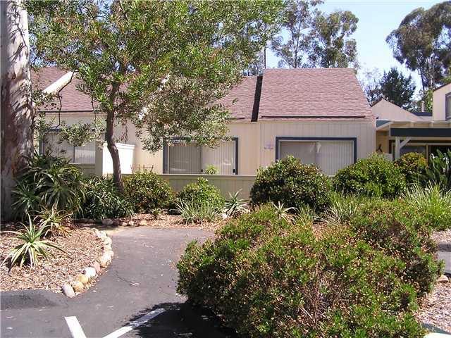 Main Photo: SCRIPPS RANCH Condo for sale : 2 bedrooms : 9934 Caminito Chirimolla in San Diego