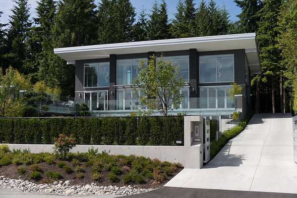 "Photo 1: Photos: 4216 ROCKRIDGE Crescent in West Vancouver: Rockridge House for sale in ""ROCKRIDGE ESTATES"" : MLS®# V1011896"