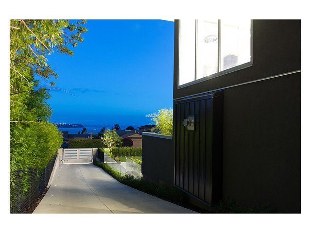 "Photo 19: Photos: 4216 ROCKRIDGE Crescent in West Vancouver: Rockridge House for sale in ""ROCKRIDGE ESTATES"" : MLS®# V1011896"