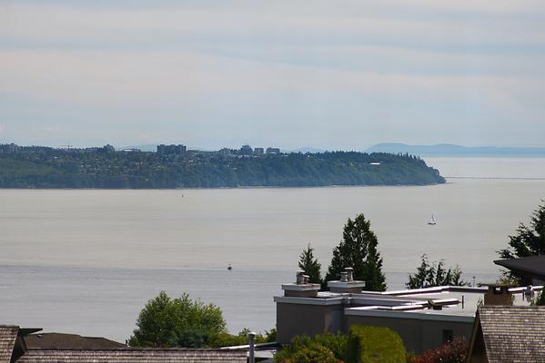 "Photo 2: Photos: 4216 ROCKRIDGE Crescent in West Vancouver: Rockridge House for sale in ""ROCKRIDGE ESTATES"" : MLS®# V1011896"