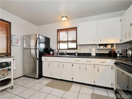 Photo 6: Photos: 716 Jasmine Avenue in VICTORIA: SW Marigold Residential for sale (Saanich West)  : MLS®# 330126
