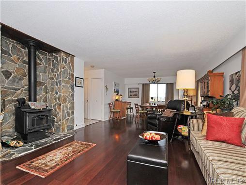 Photo 2: Photos: 716 Jasmine Avenue in VICTORIA: SW Marigold Residential for sale (Saanich West)  : MLS®# 330126