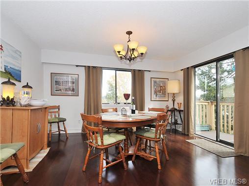 Photo 4: Photos: 716 Jasmine Avenue in VICTORIA: SW Marigold Residential for sale (Saanich West)  : MLS®# 330126