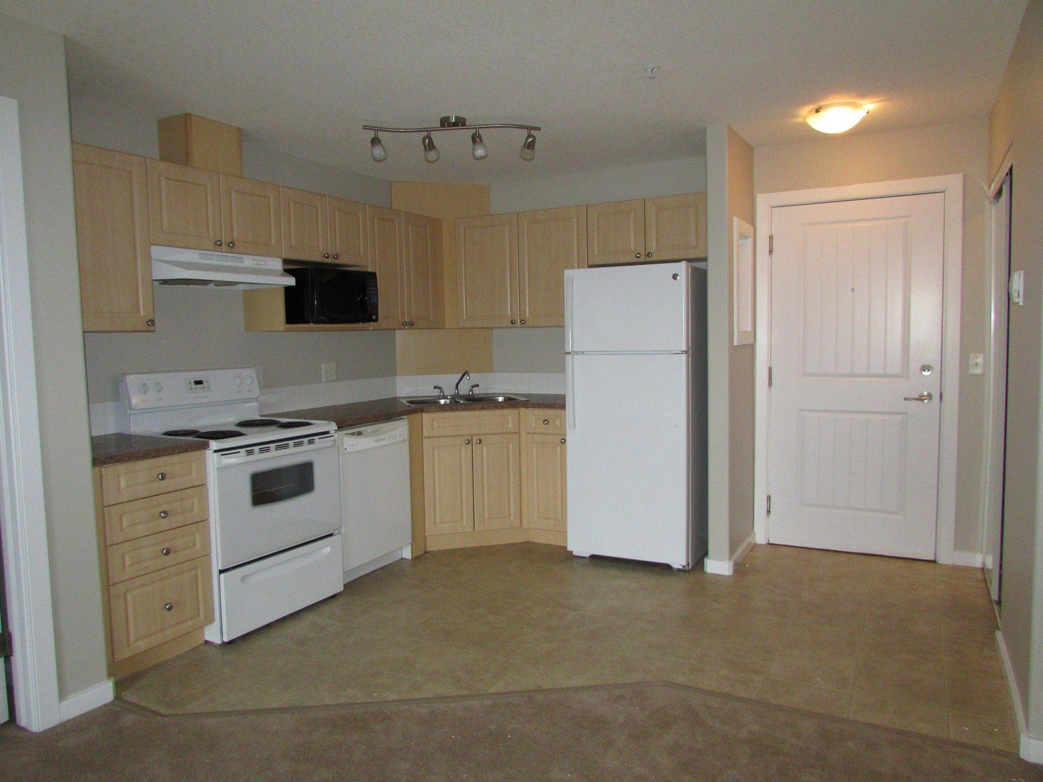 Main Photo: 240 Spruce Ridge Road in Edmonton: Condo for rent
