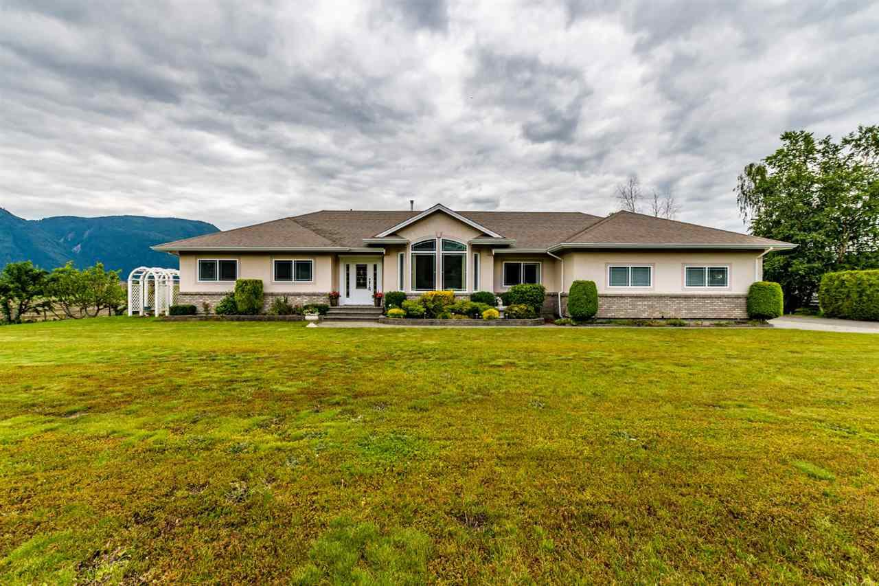 Main Photo: 41205 NO.4 Road in Abbotsford: Sumas Prairie House for sale : MLS®# R2467603