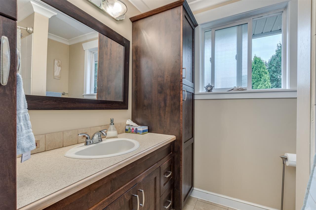 Photo 12: Photos: 3816 HAMILTON Street in Port Coquitlam: Lincoln Park PQ House for sale : MLS®# R2489970