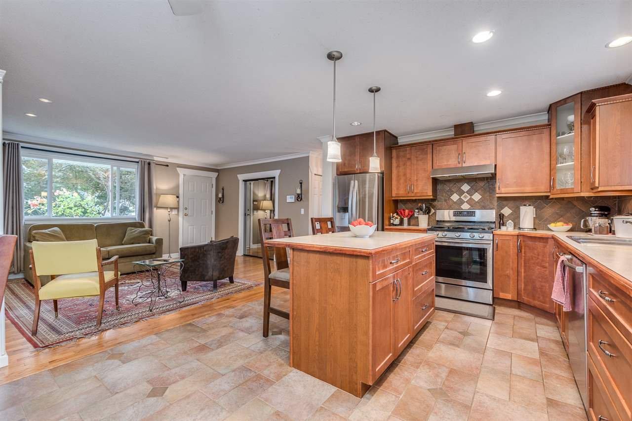 Photo 9: Photos: 3816 HAMILTON Street in Port Coquitlam: Lincoln Park PQ House for sale : MLS®# R2489970