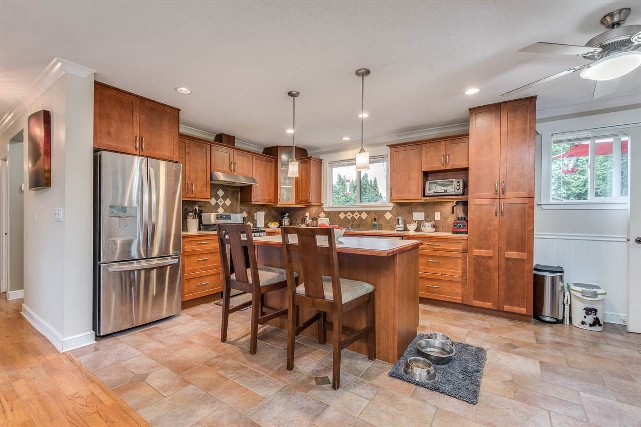 Photo 8: Photos: 3816 HAMILTON Street in Port Coquitlam: Lincoln Park PQ House for sale : MLS®# R2489970