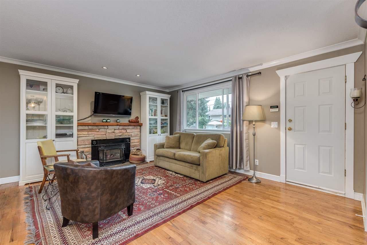 Photo 4: Photos: 3816 HAMILTON Street in Port Coquitlam: Lincoln Park PQ House for sale : MLS®# R2489970