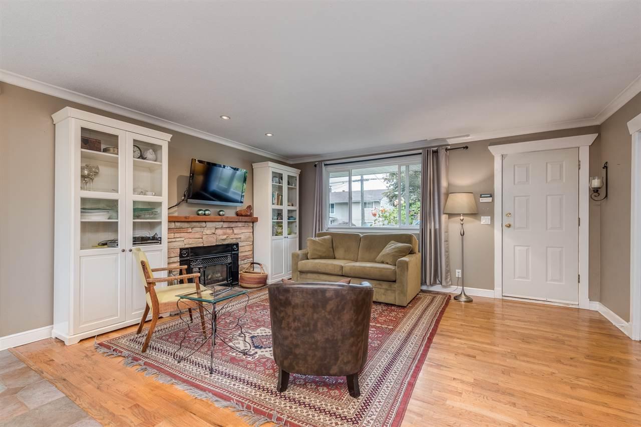 Photo 6: Photos: 3816 HAMILTON Street in Port Coquitlam: Lincoln Park PQ House for sale : MLS®# R2489970