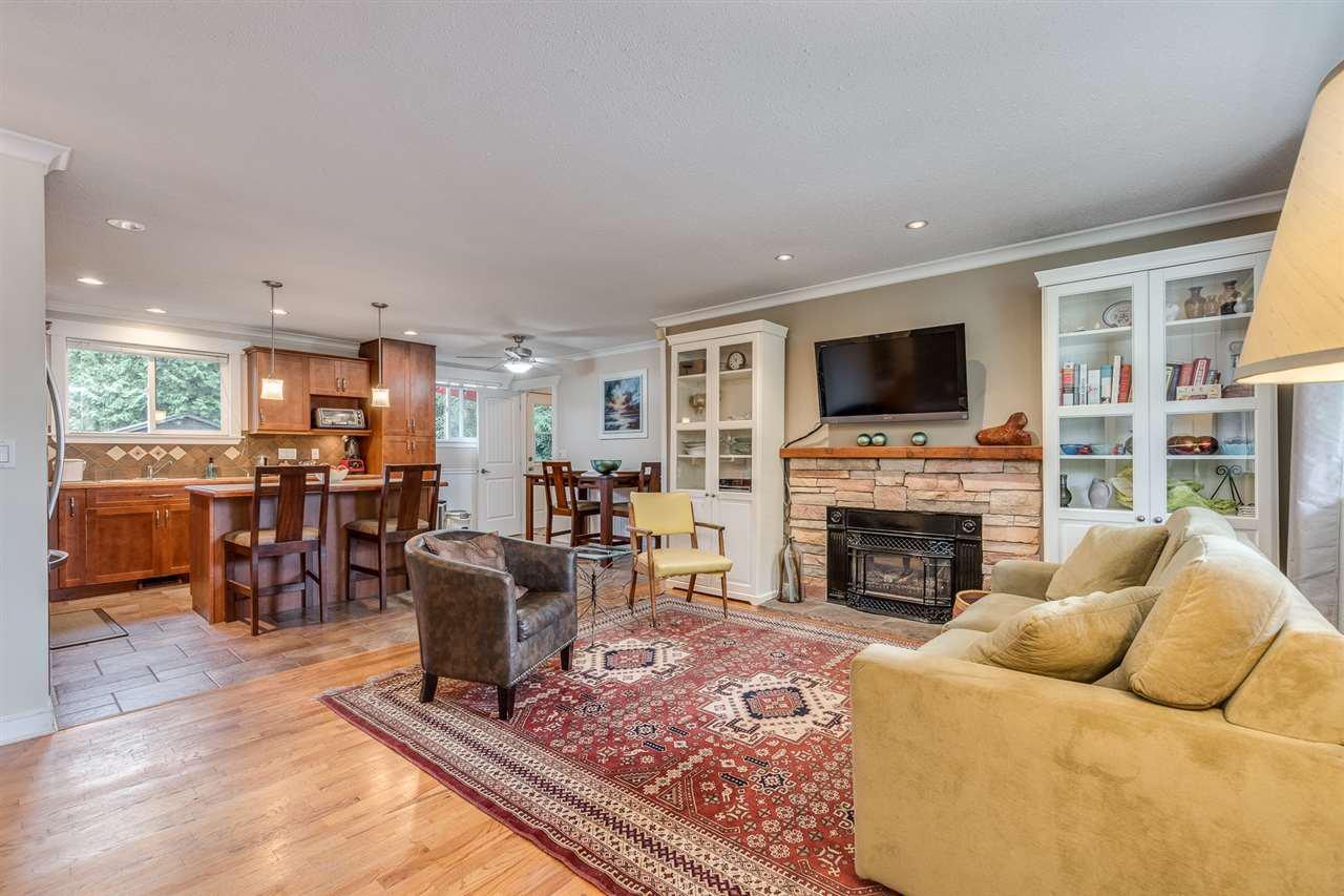 Photo 3: Photos: 3816 HAMILTON Street in Port Coquitlam: Lincoln Park PQ House for sale : MLS®# R2489970