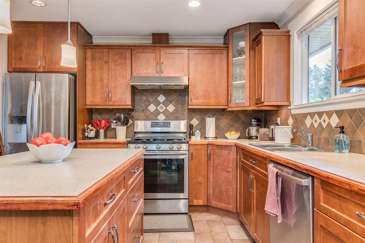 Photo 10: Photos: 3816 HAMILTON Street in Port Coquitlam: Lincoln Park PQ House for sale : MLS®# R2489970