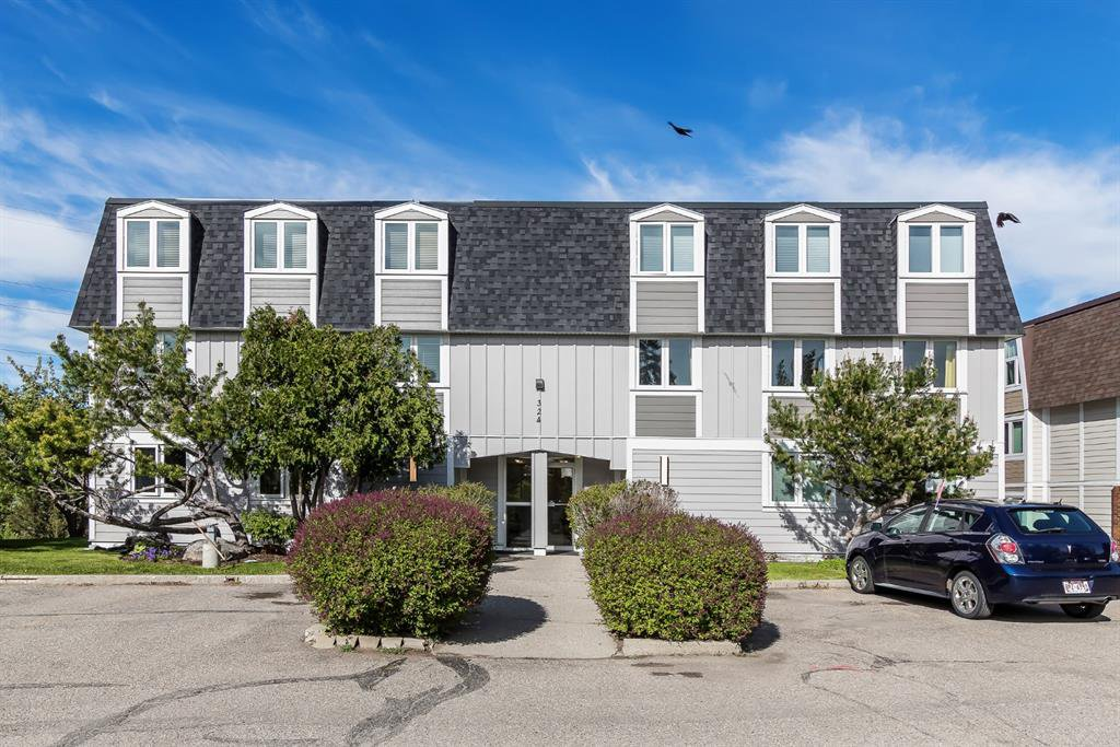 Main Photo: 304 324 Cedar Crescent SW in Calgary: Spruce Cliff Apartment for sale : MLS®# A1039454