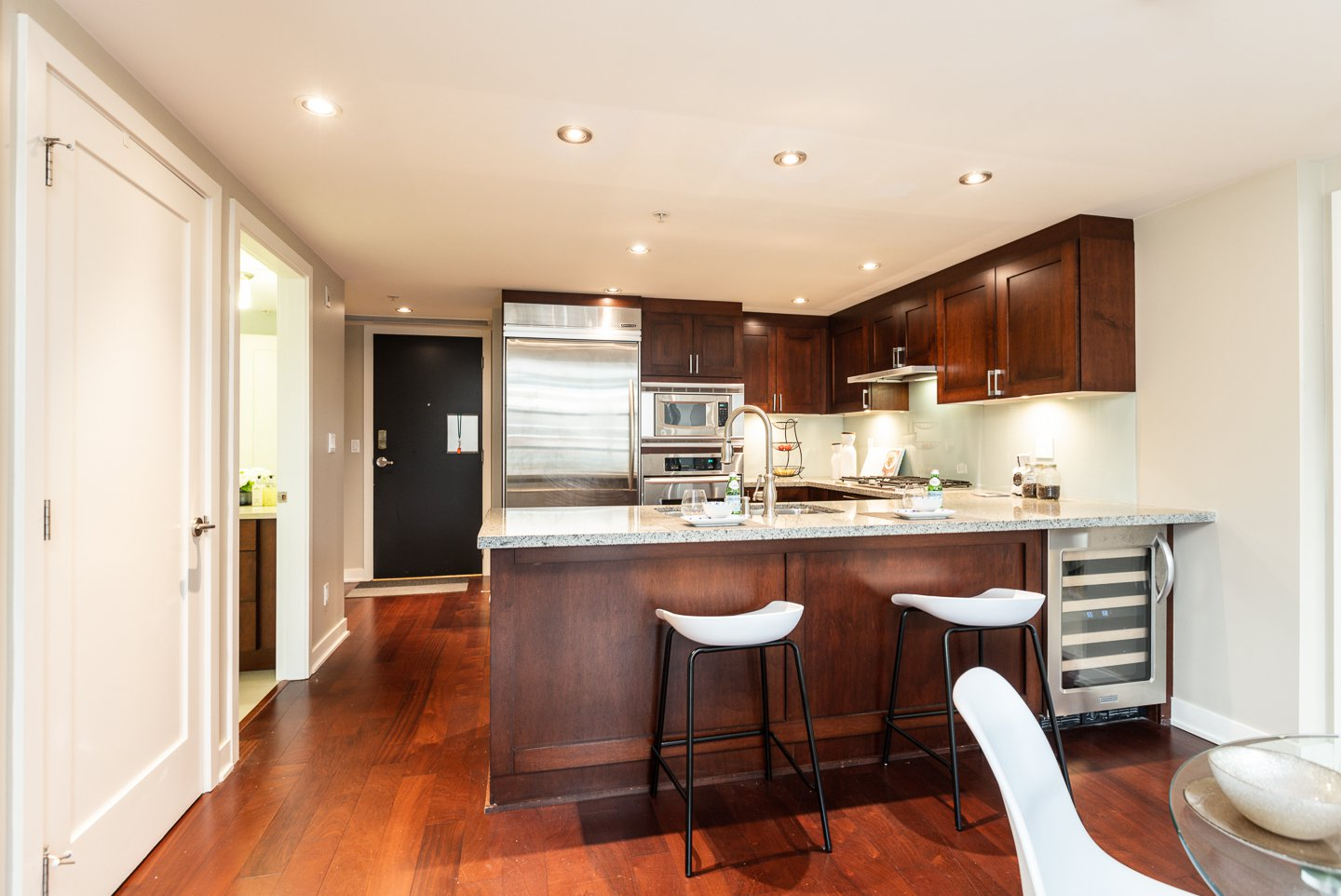 Main Photo: 302-3595 W 18TH AV in VANCOUVER: Dunbar Condo for sale (Vancouver West)  : MLS®# R2519070