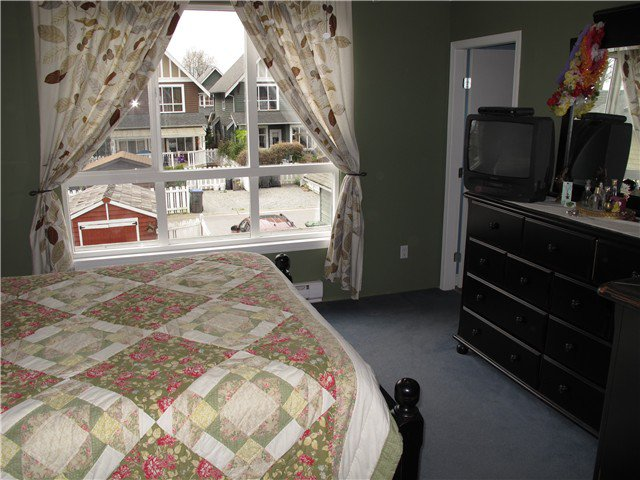Photo 7: Photos: 158 PHILLIPS Street in New Westminster: Queensborough House for sale : MLS®# V998803