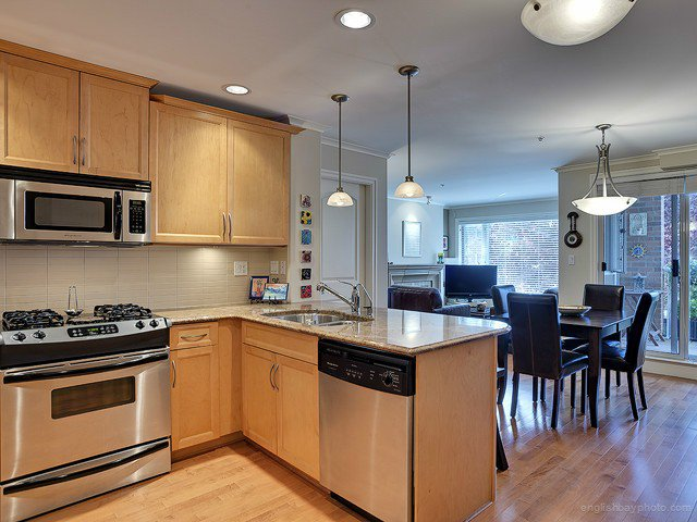 Main Photo: # 203 2103 W 45TH AV in Vancouver: Kerrisdale Condo for sale (Vancouver West)  : MLS®# V1019282