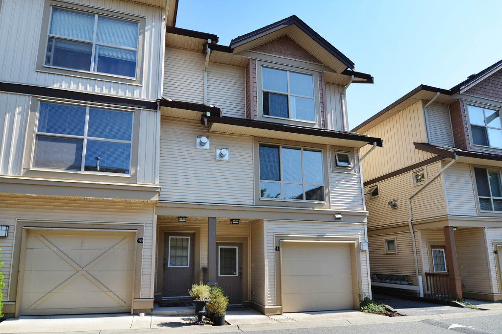"Main Photo: 41 20350 68 Avenue in Langley: Willoughby Heights Townhouse for sale in ""SUNRIDGE"" : MLS®# F1420781"