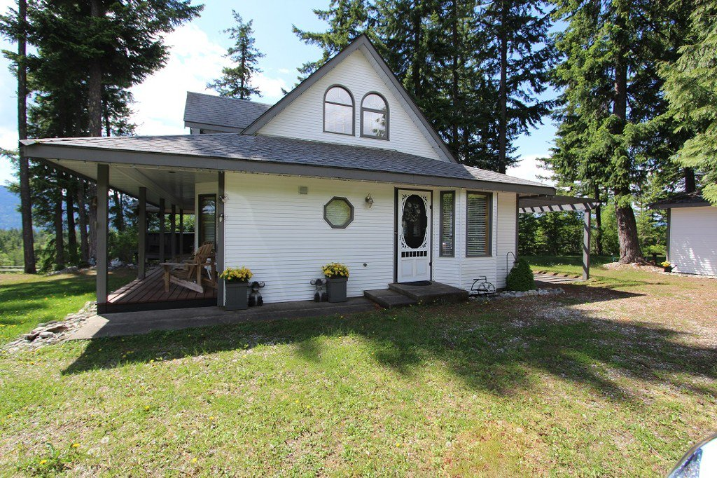 Photo 31: Photos: 6095 Squilax Anglemomt Road in Magna Bay: North Shuswap House with Acreage for sale (Shuswap)