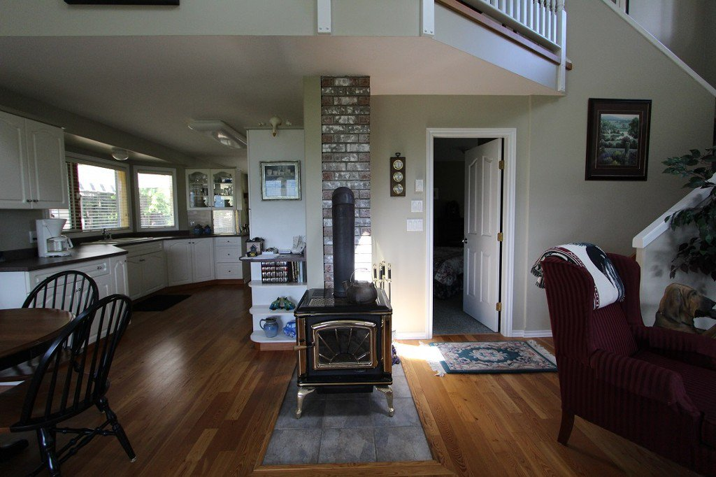Photo 15: Photos: 6095 Squilax Anglemomt Road in Magna Bay: North Shuswap House with Acreage for sale (Shuswap)