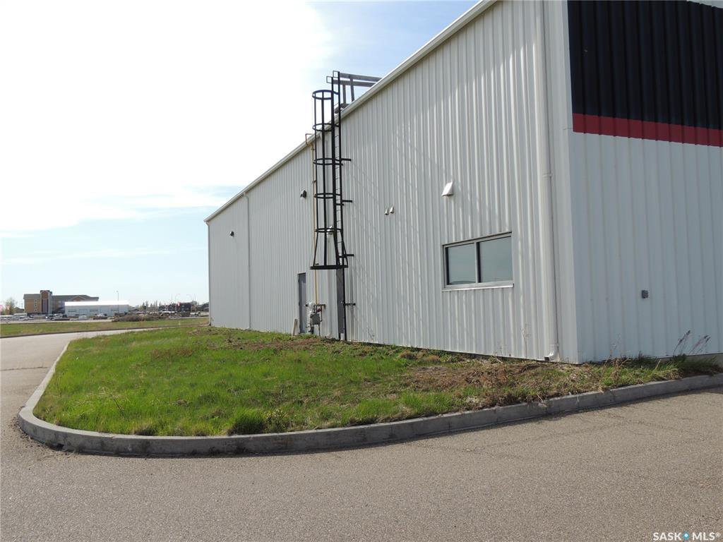 Photo 17: Photos: 516 Nesbitt Drive in Estevan: Commercial for sale : MLS®# SK800708