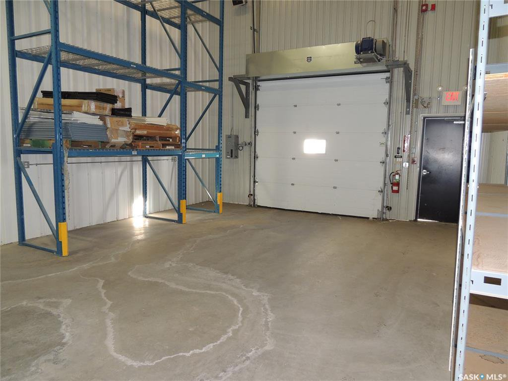 Photo 14: Photos: 516 Nesbitt Drive in Estevan: Commercial for sale : MLS®# SK800708