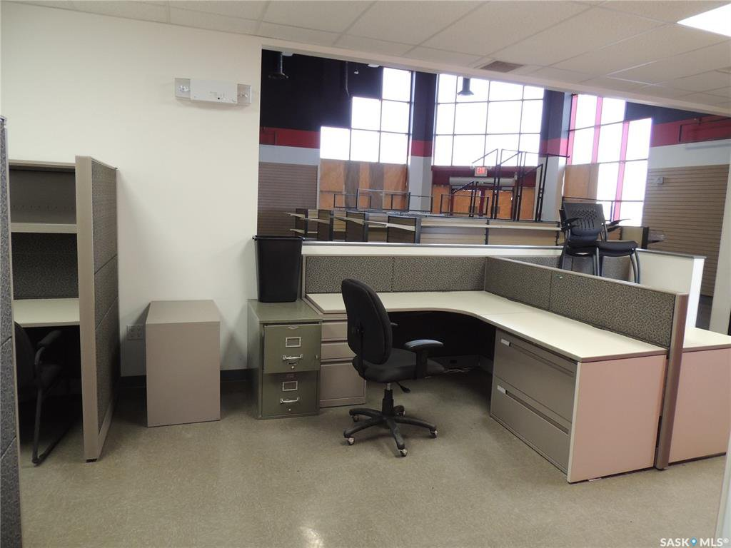 Photo 8: Photos: 516 Nesbitt Drive in Estevan: Commercial for sale : MLS®# SK800708