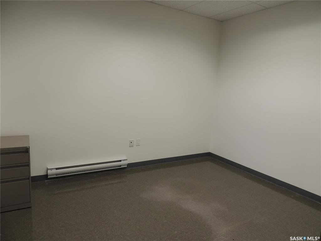 Photo 10: Photos: 516 Nesbitt Drive in Estevan: Commercial for sale : MLS®# SK800708