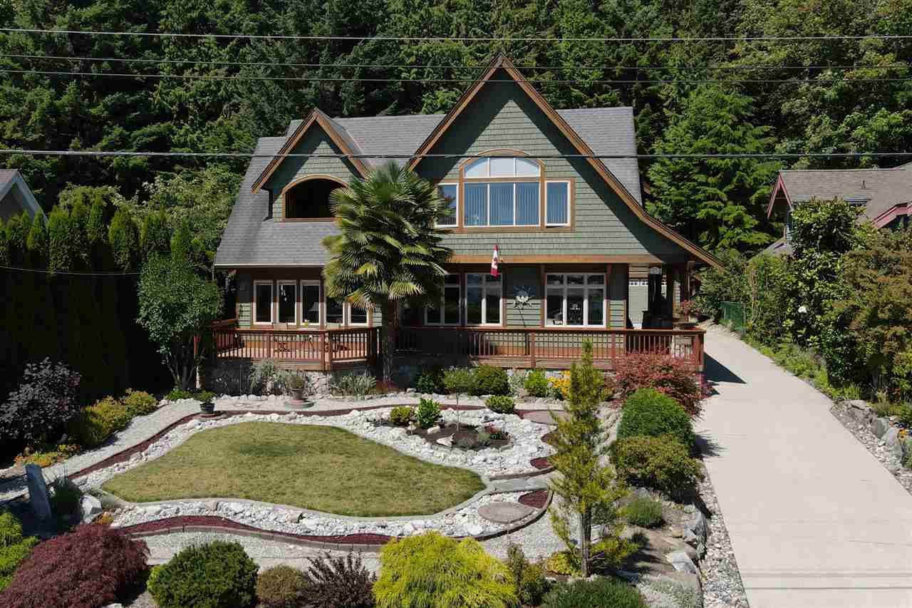 Main Photo: 6416 MARMOT Road in Sechelt: Sechelt District House for sale (Sunshine Coast)  : MLS®# R2479817