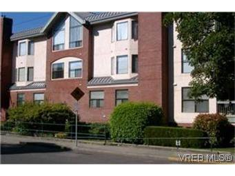 Main Photo: 302 1801 Fern St in VICTORIA: Vi Jubilee Condo Apartment for sale (Victoria)  : MLS®# 340403