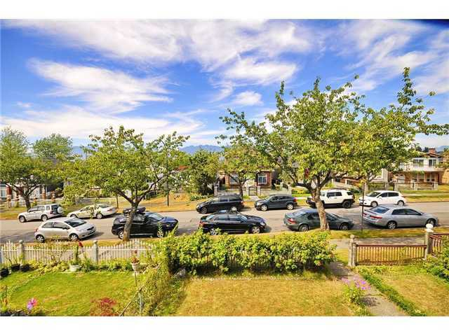Main Photo: 2532 E 24TH AV in Vancouver: Renfrew Heights House for sale (Vancouver East)  : MLS®# V1040793