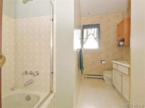 Photo 2: Photos: 4351 Columbia: Single Family Detached for sale : MLS®# 370564