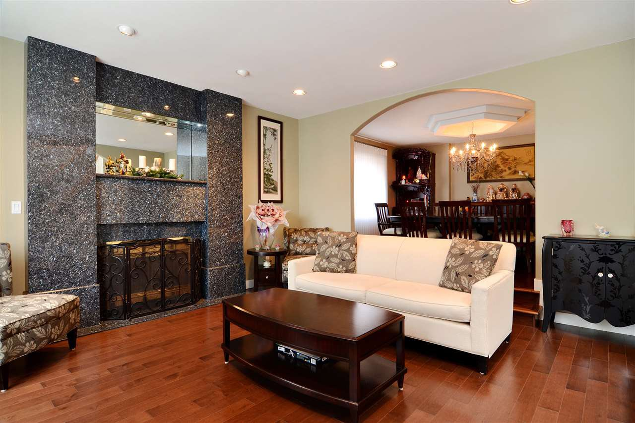 Main Photo: 2863 SOUTHCREST DRIVE in Burnaby: Montecito House for sale (Burnaby North)  : MLS®# R2131459