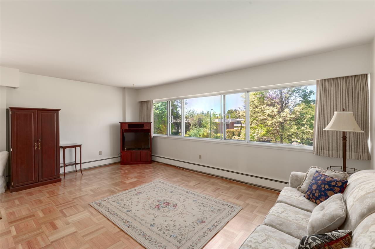Main Photo: 201 5926 TISDALL STREET in : Oakridge VW Home for sale : MLS®# R2405972