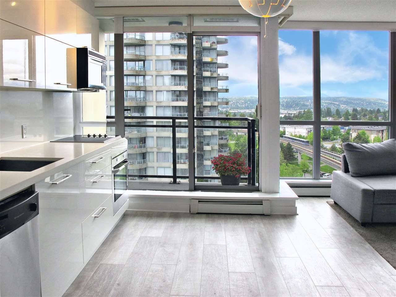 """Main Photo: 1110 10777 UNIVERSITY Drive in Surrey: Whalley Condo for sale in """"City Point"""" (North Surrey)  : MLS®# R2456310"""