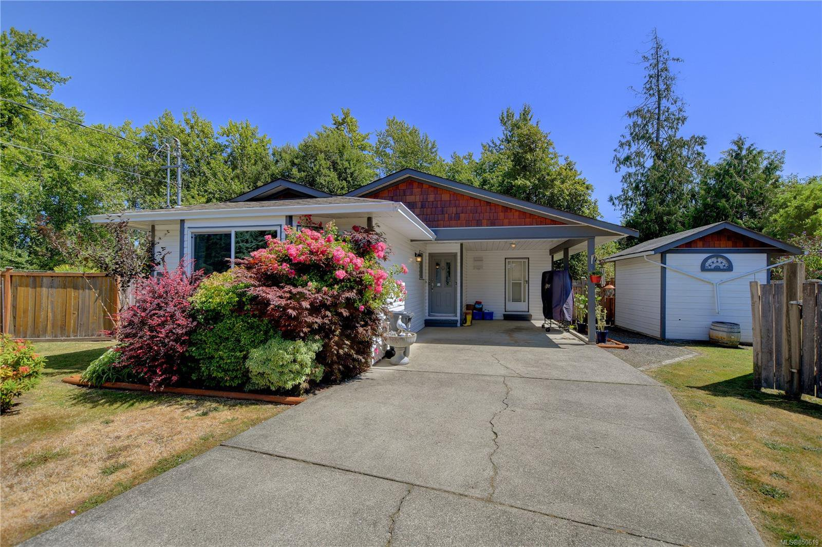 Main Photo: 7033 Brooks Pl in : Sk Whiffin Spit Single Family Detached for sale (Sooke)  : MLS®# 850619