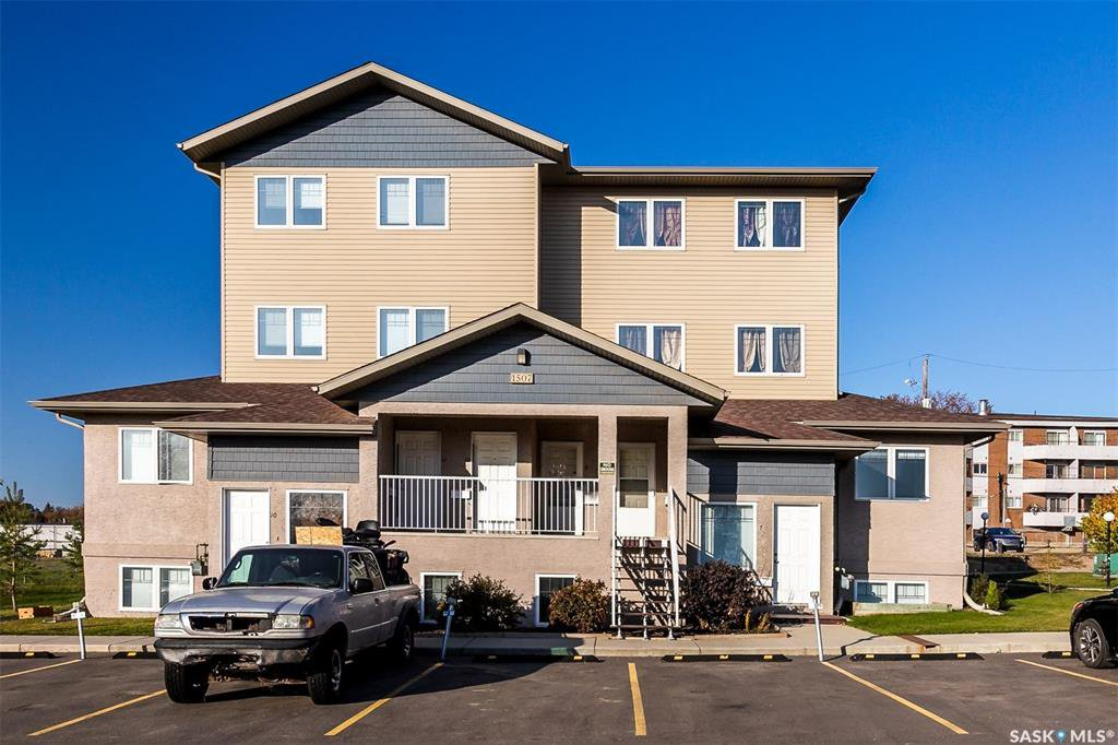 Main Photo: 9 1507 19th Street West in Saskatoon: Pleasant Hill Residential for sale : MLS®# SK826833